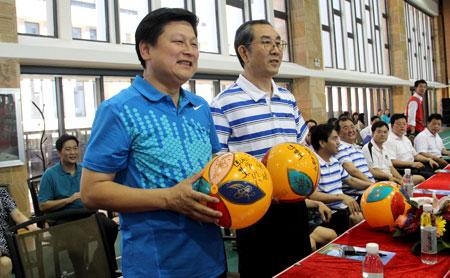 气排球发球手势图; 广西与花莲再赛气排球;