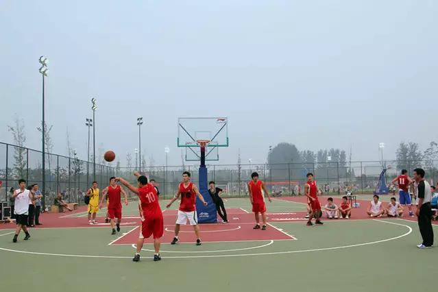篮球比拍球多几个